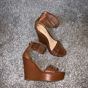 Gianni Bini brown wedges